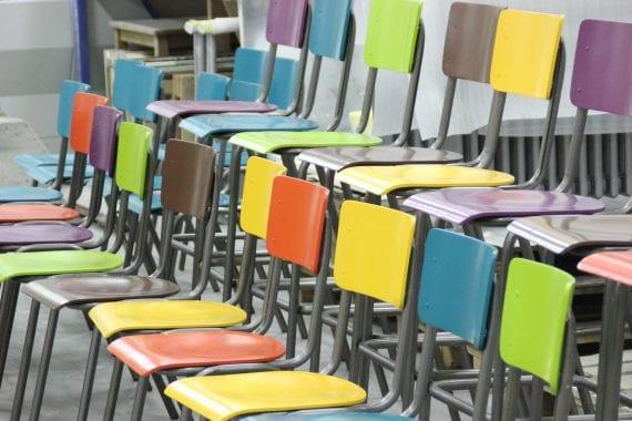 stoelen spuiten door Bart Dijkhof